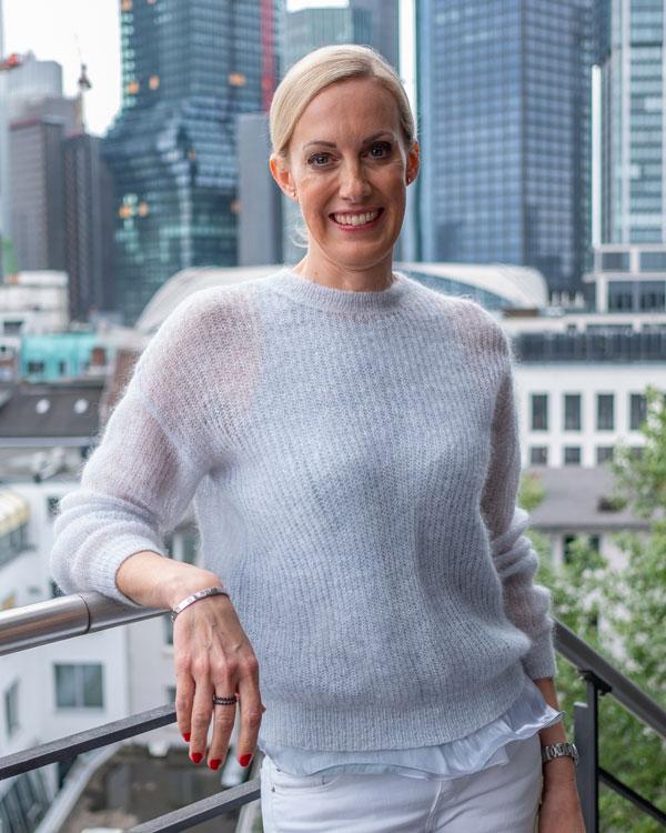 Dr. Irina Mayer in Ihrer Kieferorthopädiepraxis